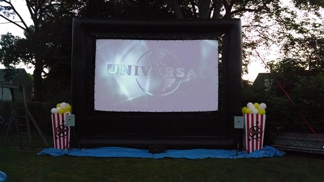 Backyard Movie Projectors tips for using your projector to host an outdoor movie night_